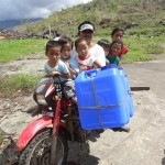 Photo Gallery: Relief distribution in Ngan, Compostela